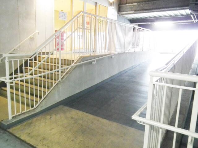 駐車場4階からのスロープ